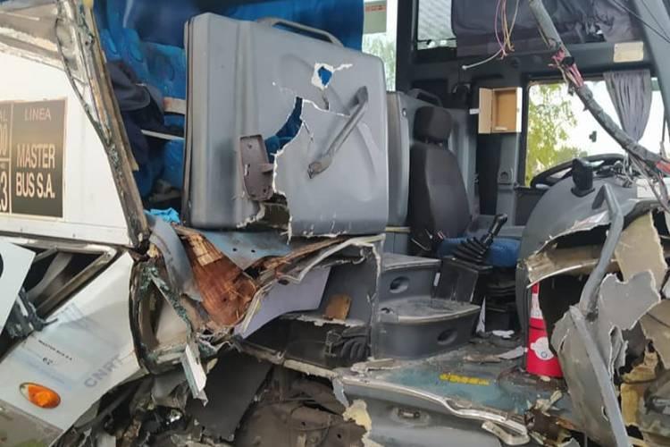 Murió un operario por el choque de un micro chárter en la colectora de Panamericana en Tigre
