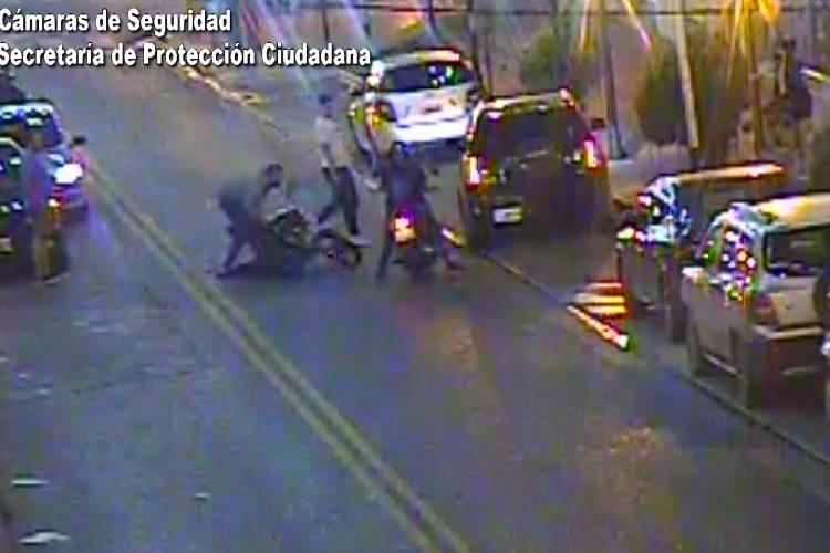 Rápida asistencia de una mujer atropellada por una motocicleta en Benavidez