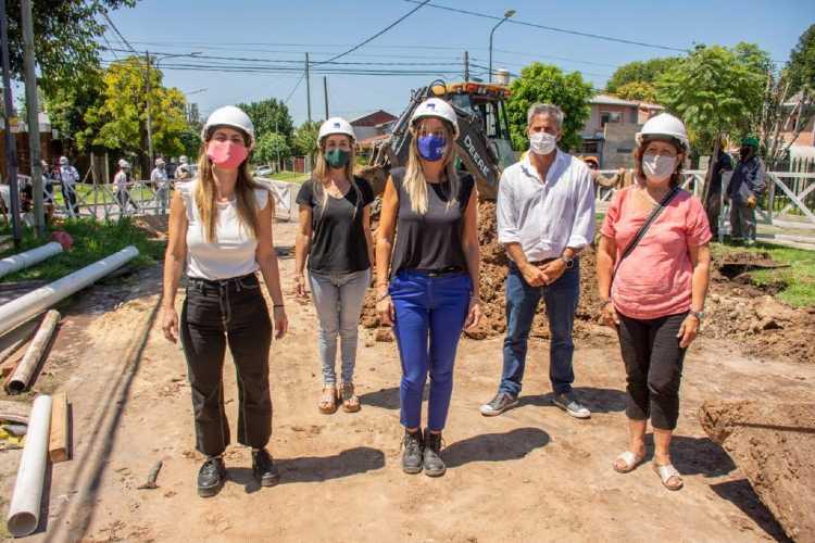 Malena Galmarini recorrió en Tigre una obra de cloacas