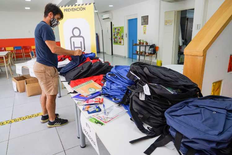 Entregan kits escolares a más de 900 niños e Vicente López
