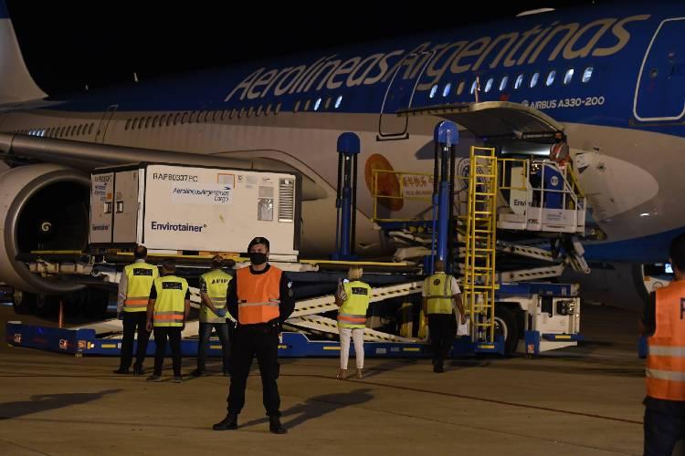 Llegó al país el vuelo de Aerolíneas Argentinas con 904 mil vacunas desde China