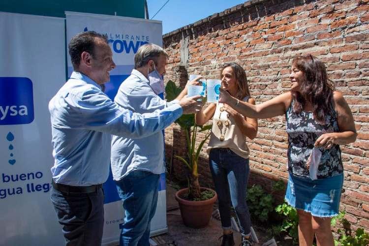 Malena Galmarini y Mariano Cascallares inauguraron una red de agua potable en Almirante Brown