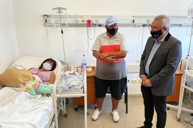 Julio Zamora le dio la bienvenida al bebé N° 25.000 nacido en el Hospital Materno Infantil de Tigre