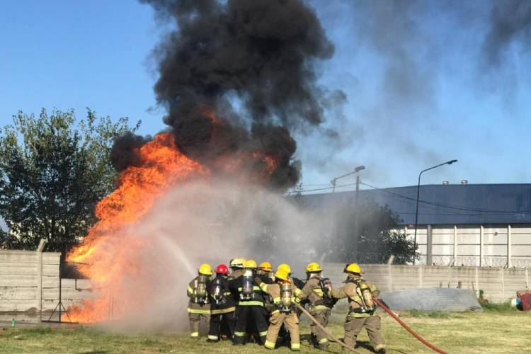 Primera jornada de entrenamiento en incendio y rescate para Bomberas Voluntarias