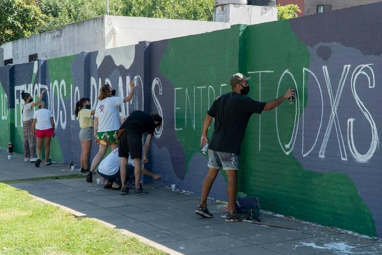 En San Isidro pintan un mural para concientizar sobre la violencia de género