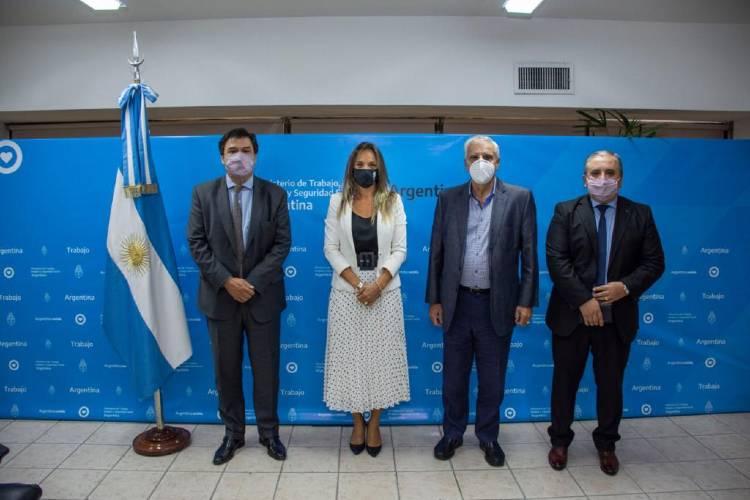 Malena Galmarini, Claudio Moroni y José Luis Lingeri cerraron paritarias en el Ministerio de Trabajo