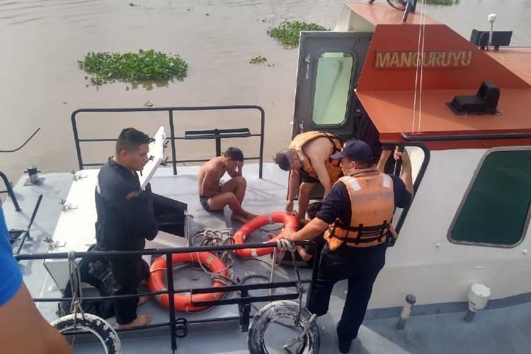 Emergencia en Vicente López: Prefectura rescató a tres jóvenes que se ahogaban en el río