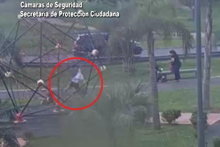 Video: Asisten a un niño accidentado en una plaza de Tigre