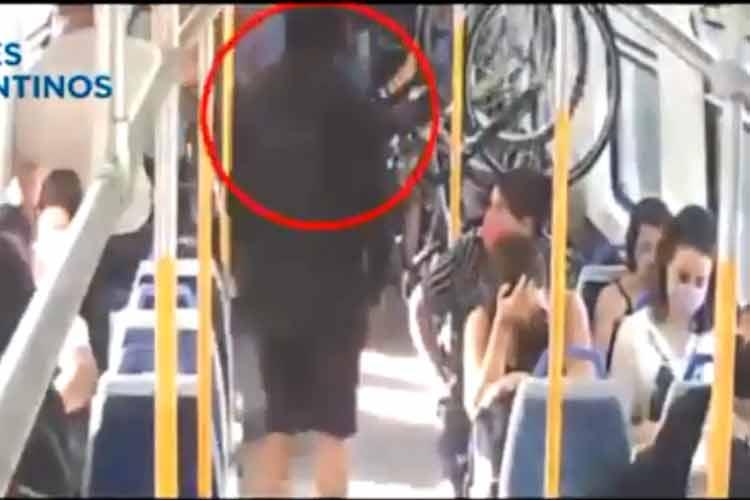 Intentó robar una bicicleta en una formación del tren Mitre y fue captado por la cámara