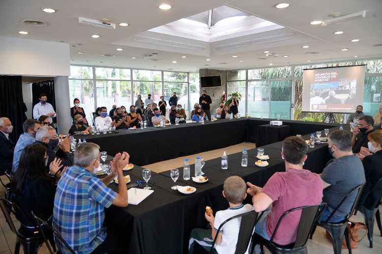 Julio Zamora firmó un convenio que garantiza la regularización dominial de más de 30 familias de Villa La Ñata