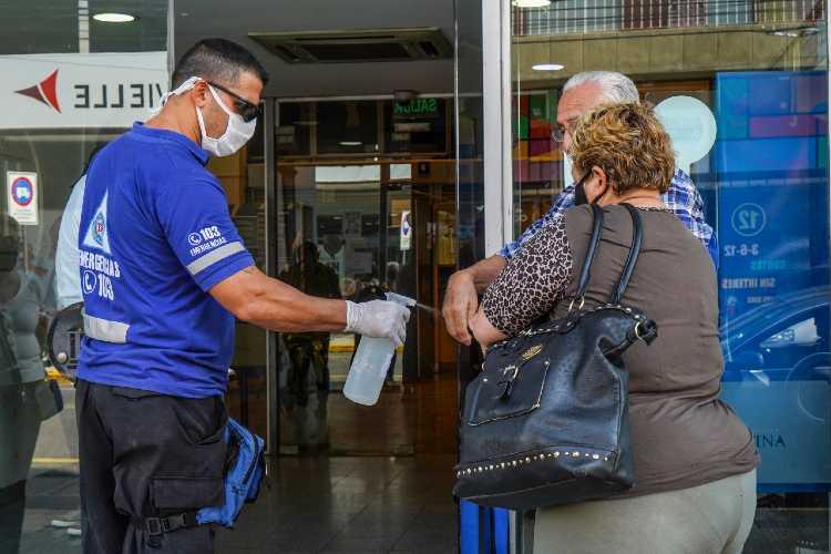 Vicente López continúa con la atención y desinfección en zonas bancarias