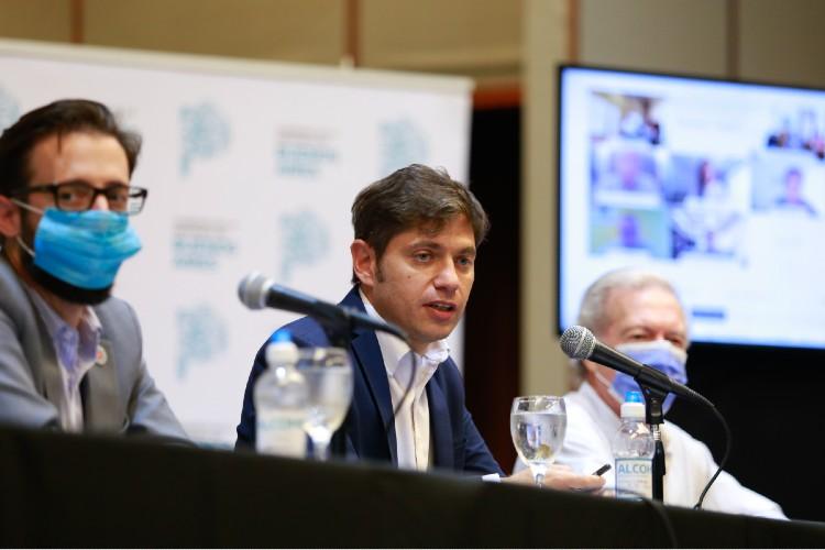 Axel Kicillof, firmó esta tarde 18 convenios junto al ministro de Infraestructura y Servicios Públicos, Agustín Simone; el subsecretario de Obras Públicas, Ernesto Selzer;