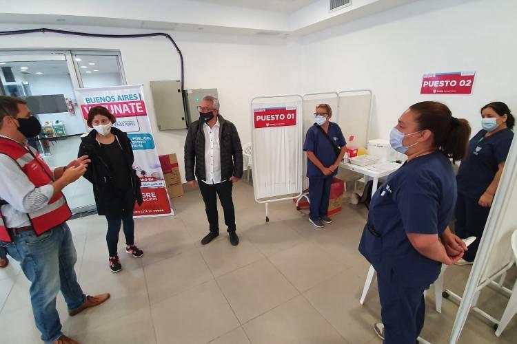 Julio Zamora supervisó un nuevo punto de vacunación en la delegación de Benavídez norte