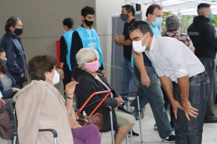 Federico Ugo visitó los centros de vacunación contra el Covid en Tigre