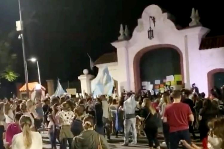 Nueva protesta frente a la Quinta de Olivos en contra de las medidas tomadas pro el gobierno