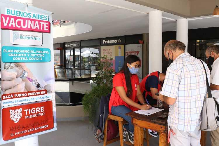 Tigre refuerza la Campaña Vacunate con nuevas mesas de inscripción en Santa Bárbara y Laguna de Sol