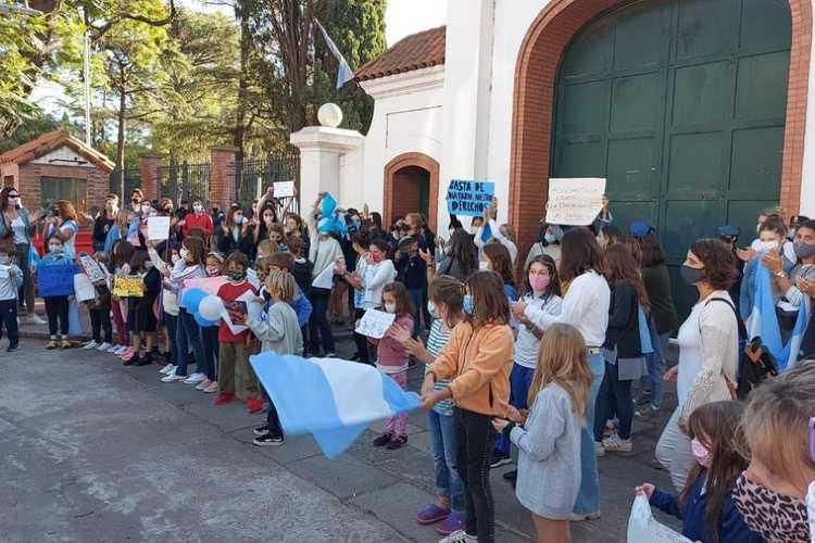 protesta de padres en Olivos