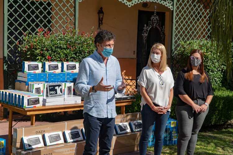 En San Isidro entregan herramientas tecnológicas a los jardines municipales