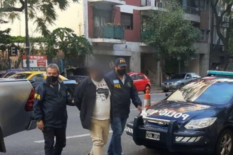 El detenido llegando a una sede de la Policía Federal