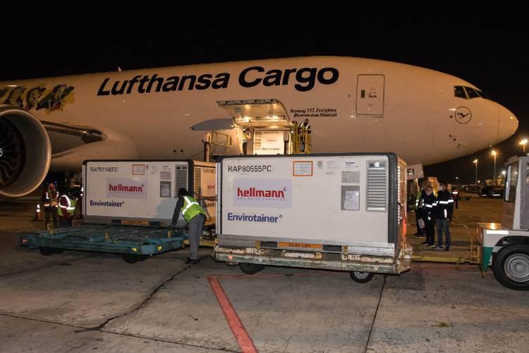 Arribó desde China el vuelo de Lufthansa con 244.800 dosis de Sinopharm