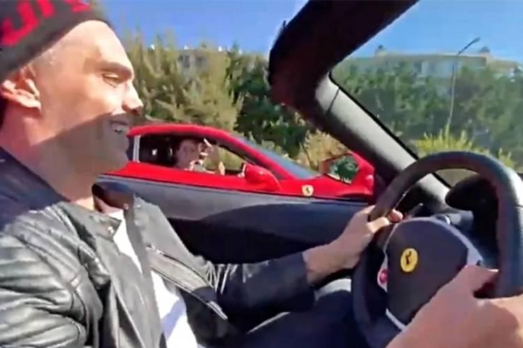 Investigan a dos hombres que se filmaron corriendo picadas en dos Ferraris en Nordelta