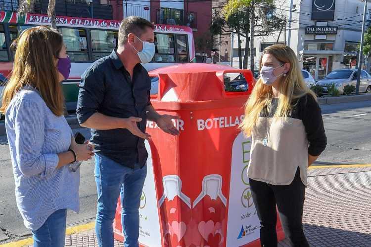 San Fernando continúa instalando campanas de Botellas de Amor