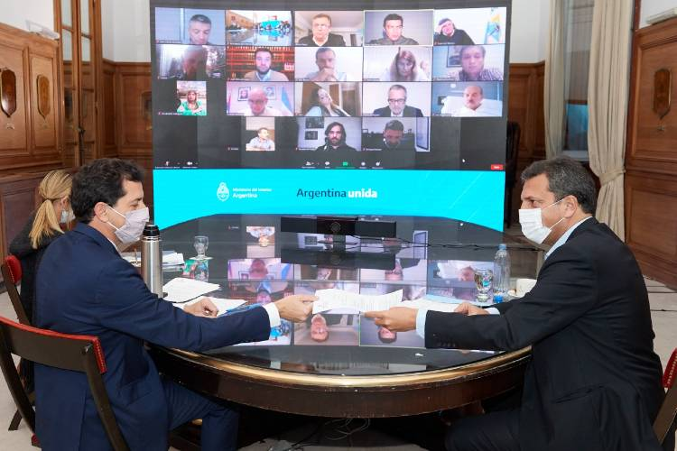 El ministro del Interior, Wado de Pedro, y el presidente de la Cámara de Diputados, Sergio Massa, se reunieron hoy con los distintos jefes de bloques