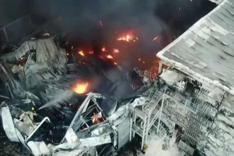 San Fernando: Feroz incendio en la panificadora Bimbo