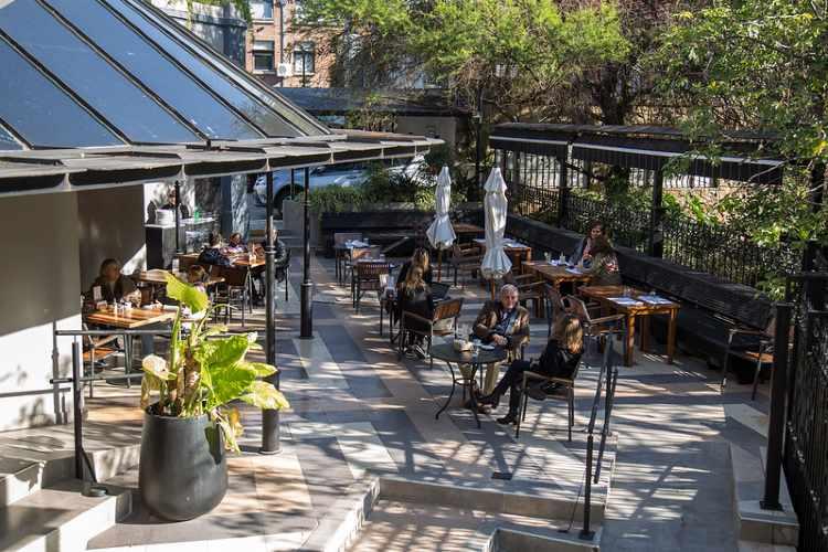 Cómo cambiaron los hábitos en bares y restaurantes de San Isidro