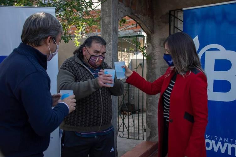 Malena Galmarini y Mariano Cascallares habilitaron una red de agua potable para 2500 vecinos de Almirante Brown