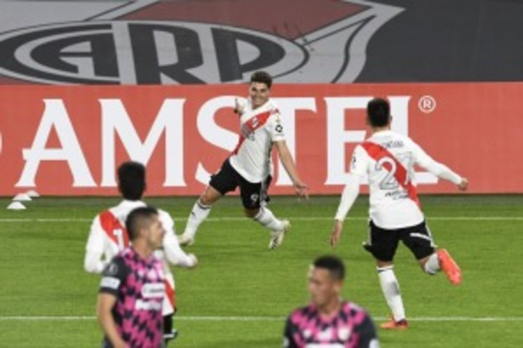 River épico: con Enzo Pérez de aquero y sin cambios venció a Independiente Santa Fe e hizo historia