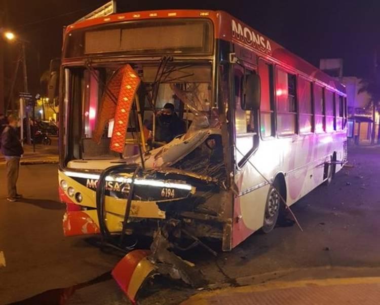Tigre: Choque fatal entre un patrullero y un colectivo