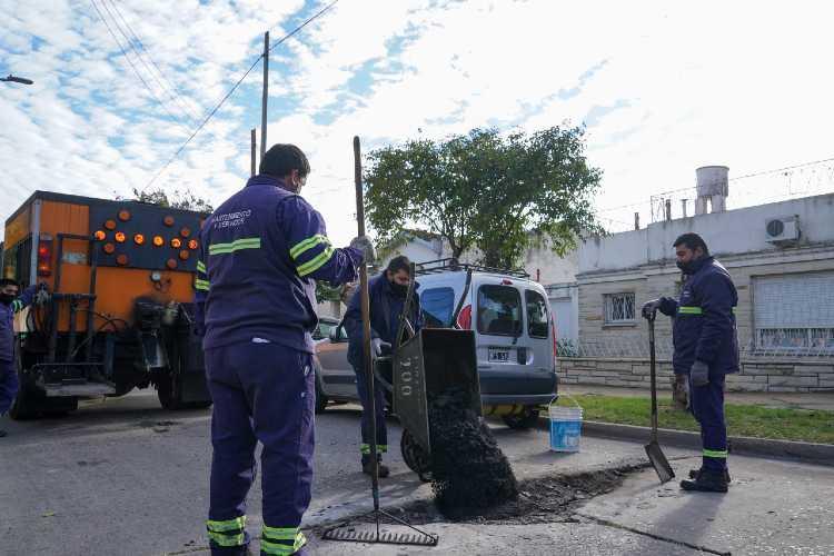 Vicente López avanza con trabajos de bacheo y asfalto en Florida Oeste