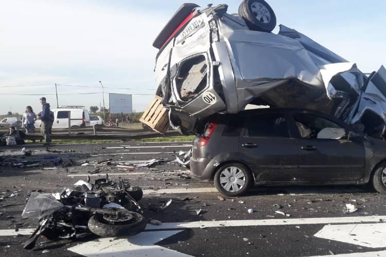 Un motociclista fallecido en un impresionante choque múltiple en Panamericana