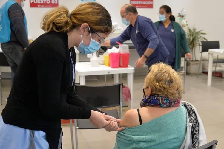 Los contagios de coronavirus cayeron por undécima semana en la provincia de Buenos Aires