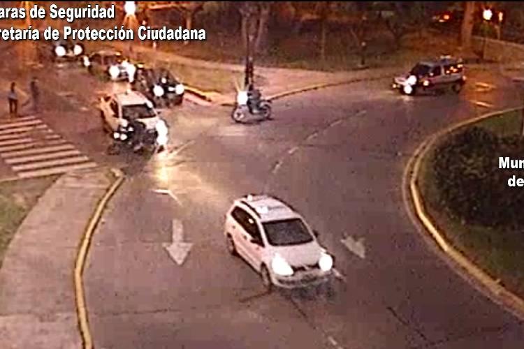 Tigre: Se adelantó en una rotonda, chocó a dos motociclistas que fueron rápidamente asistidos