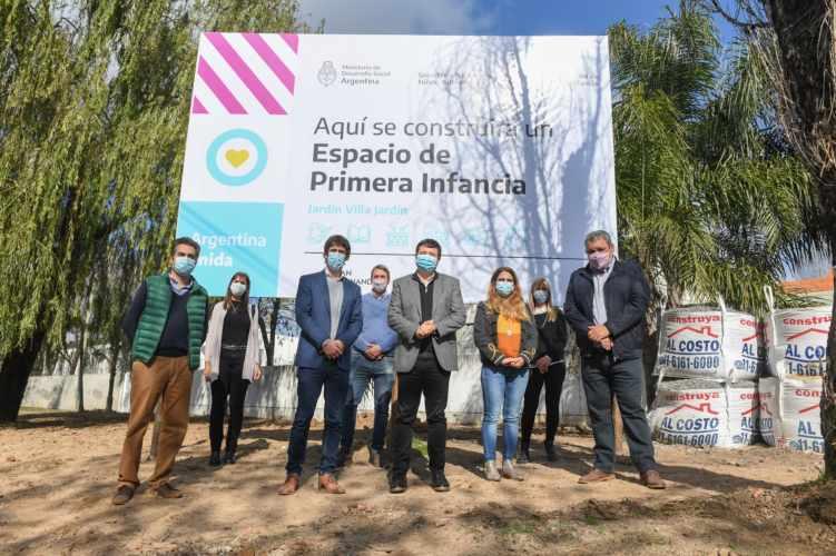 Andreotti y Arroyo recorrieron la obra de la Unidad de Desarrollo Infantil de Villa Jardín y firmaron convenio
