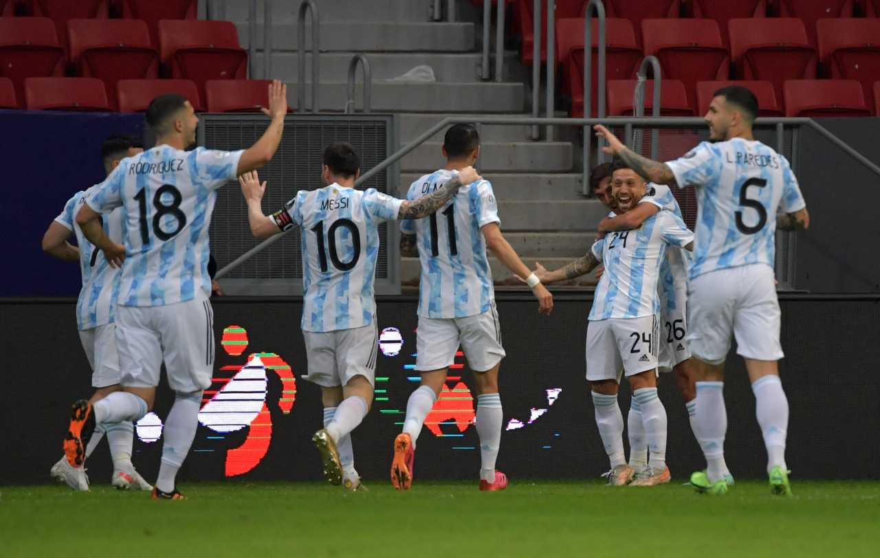 Sin brillar Argentina superó a Paraguay y pasó a cuartos de final