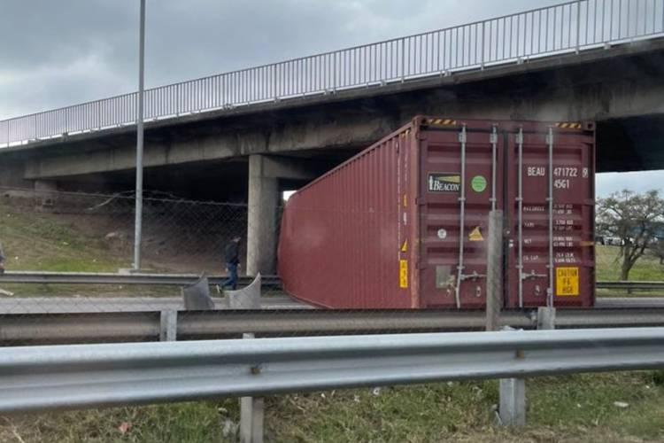 Ramal Pilar: corte total por el choque de un camión, un auto y una camioneta
