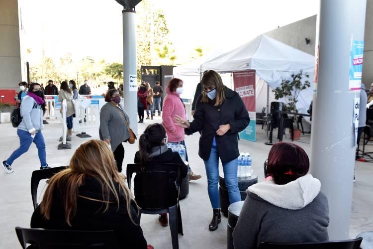 Gisela Zamora acompañó una nueva jornada de vacunación contra el COVID-19 en Benavídez