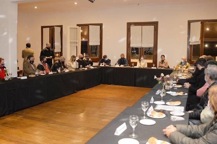 Malena Galmarini se reunió con los presidentes de clubes de remo de Tigre