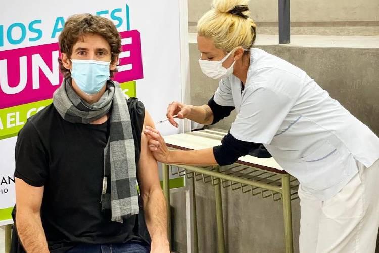 Juan Andreotti recibió la primera dosis de la vacuna contra el COVID-19