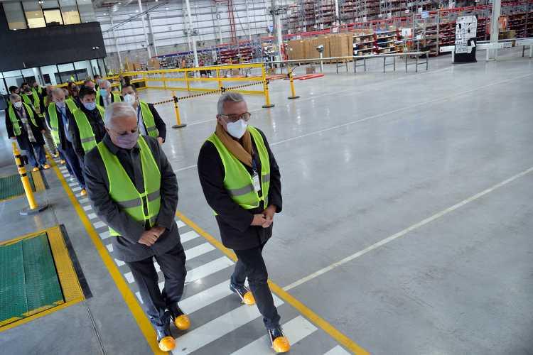 El intendente Julio Zamora recorrió la planta de L'Oreal en Norlog