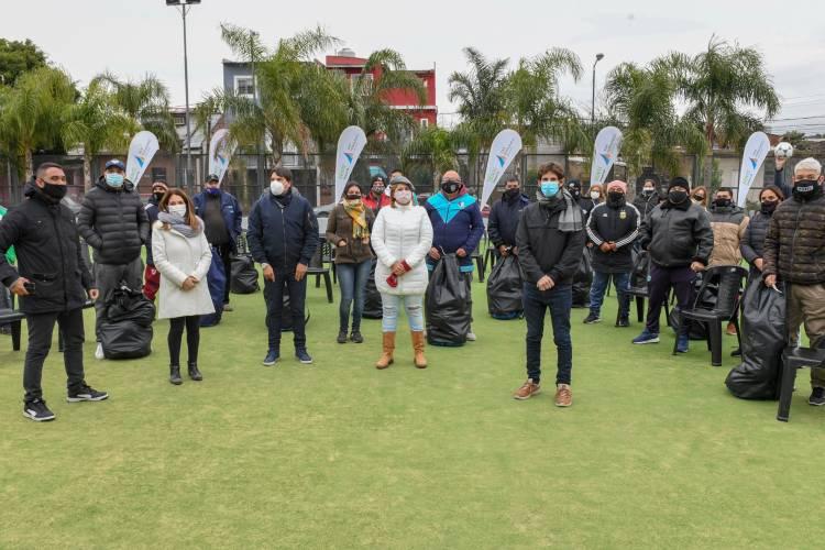 Entregan materiales deportivos a los clubes de los torneos Municipales de San Fernando