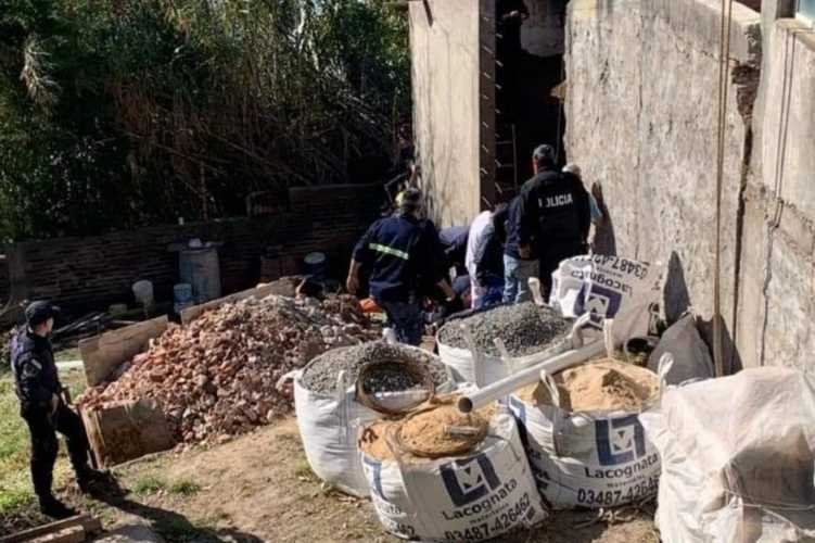 Derrumbe en un colegio de Zárate: un obrero tuvo que ser rescatado de entre los escombros