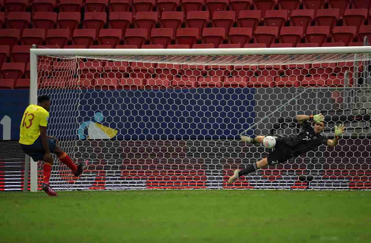 "El ""Dibu"" Martínez contuvo 3 penales para colocar a la Argentina en la final de la Copa América"