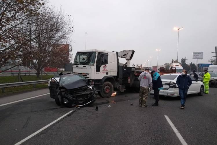 Un herido leve tras un choque múltiple entre ocho vehículos en la autopista Panamericana
