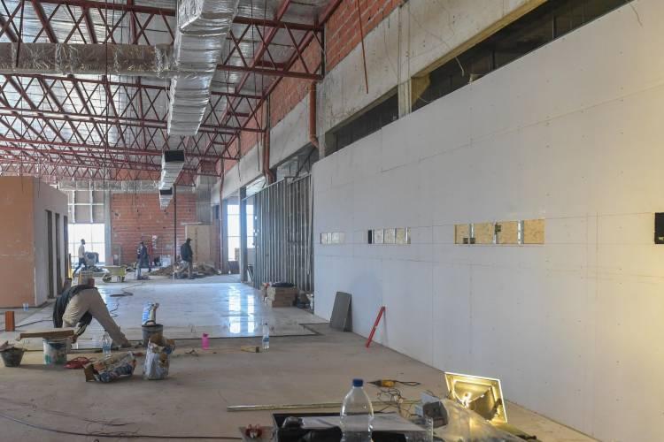 Juan Andreotti y autoridades de PAMI recorrieron la ampliación del Hospital Municipal