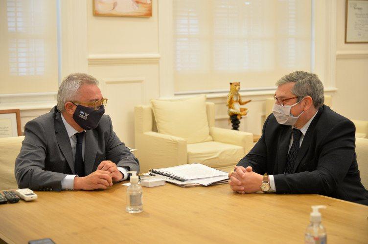 Julio Zamora recibió en Tigre a Carlos Enciso, embajador de Uruguay en la Argentina