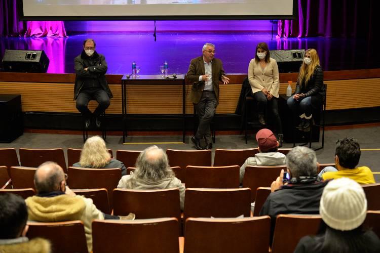 Julio Zamora mantuvo un nuevo encuentro con cantantes y músicos locales en el Teatro de Benavídez